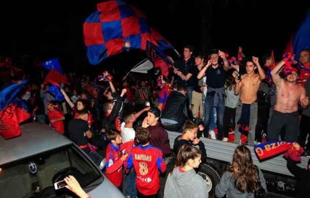 2048x1536-fit_supporters-gazelec-ajaccio-celebrent-montee-club-ligue-1-15-mai-2015