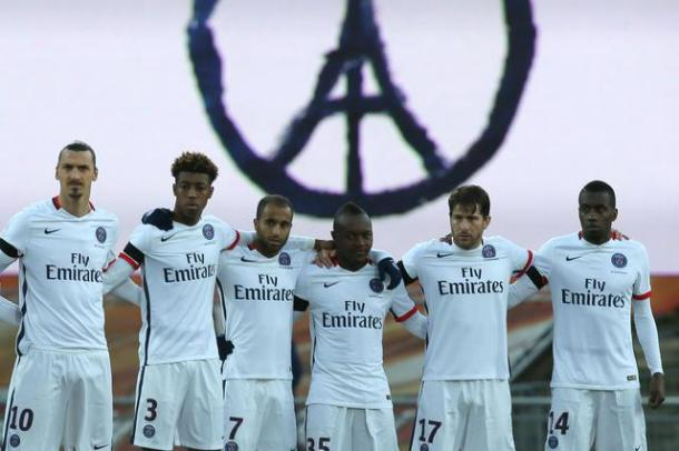 Paris Saint Germain's players observe a minute of silence in memory of the victims of the Paris attacks, at the Lorient Stadium at the start of the French League One soccer match between Lorient and Paris Saint Germain, Saturday, Nov. 21, 2015, in Lorient, western France. (ANSA/AP Photo/David Vincent)