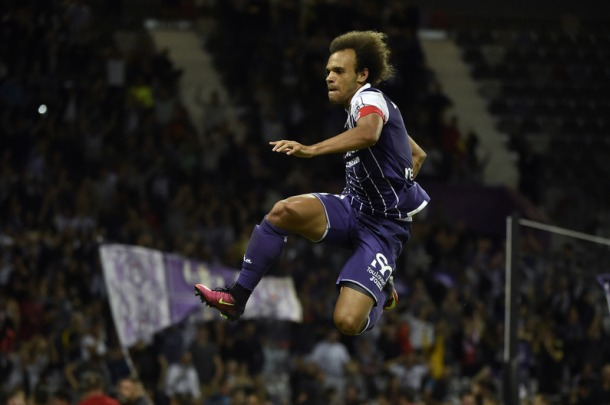 Toulouse's Danish forward Martin Braithwaite celebrates after scoring a goal during the French L1 football match between Toulouse and Bordeaux on August 20, 2016 at the Municipal Stadium in Toulouse, southern France. / AFP PHOTO / PASCAL PAVANI
