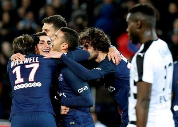 Football Soccer - Paris Saint-Germain v Rennes - French Ligue 1 - Parc des Princes, Paris, France - 6/11/16 Paris St Germain's Marco Verratti (2nd L) celebrates with team mates after he scored during the match against Rennais. REUTERS/Jacky Naegelen