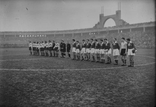 l-equipe-de-l-asse-au-stade-gerland-a-lyon-vers-1950-5-fi-8315-._img.jpg